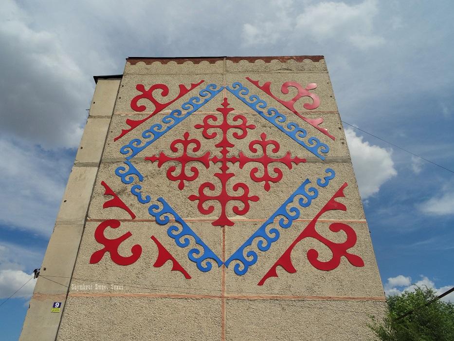 Façades_Tomengi Otyrar_Fresque rouge et bleue