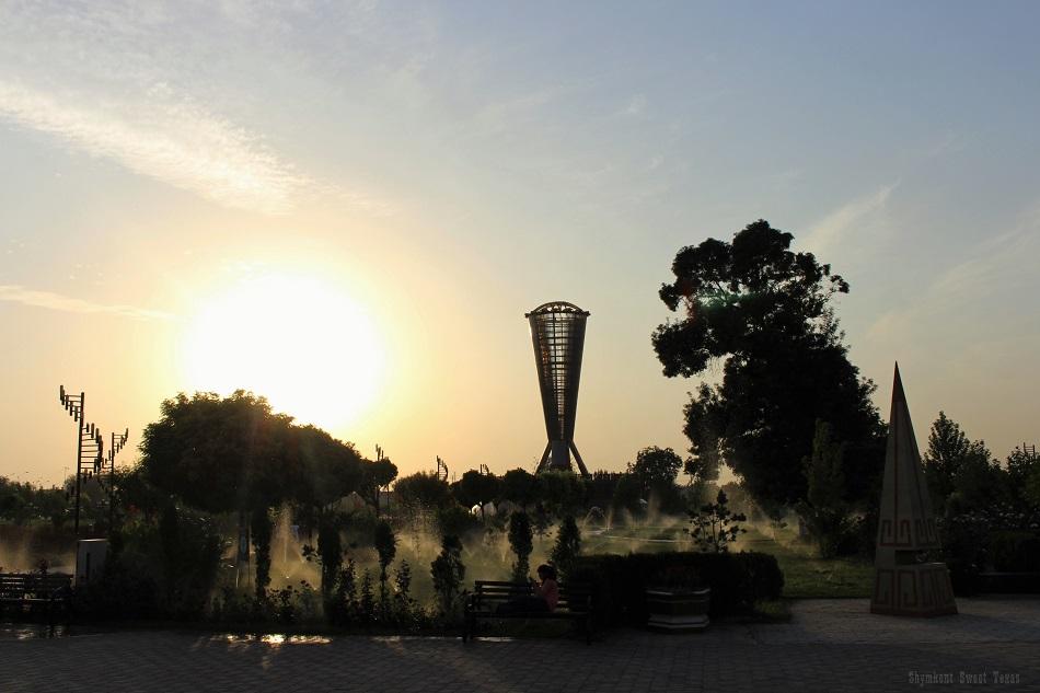 parc-independance-shymkent_arrosage-parterres-fleurs