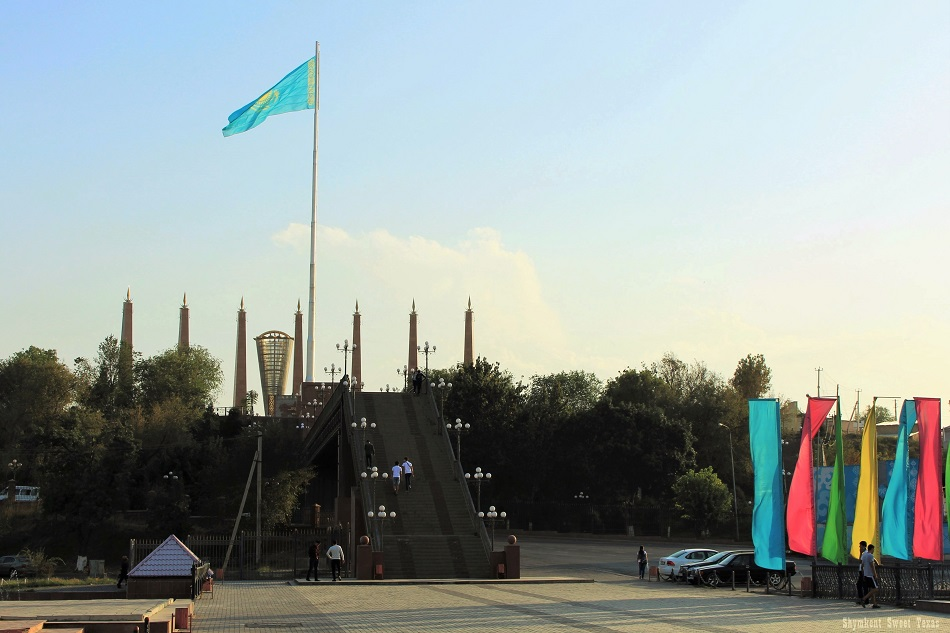 parc-independance-shymkent_pont-escalier-ordabassy