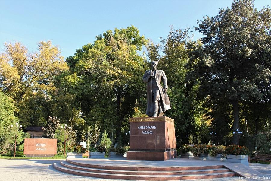 parc-victoire-shymkent_entree-principale