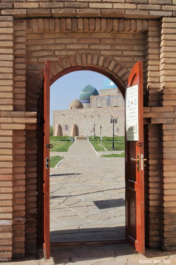 Turkestan_Mausolée Ahmed Yassawi_Vue friday mosque