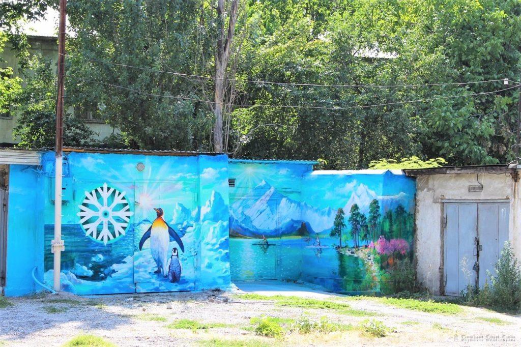 L'attribut alt de cette image est vide, son nom de fichier est Artistic-painting-of-garage-walls-Shymkent-Kazakhstan-1024x682.jpg.