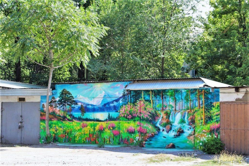 L'attribut alt de cette image est vide, son nom de fichier est Peintures-artistiques-de-garages-au-Kazakhstan-Shymkent-1024x682.jpg.