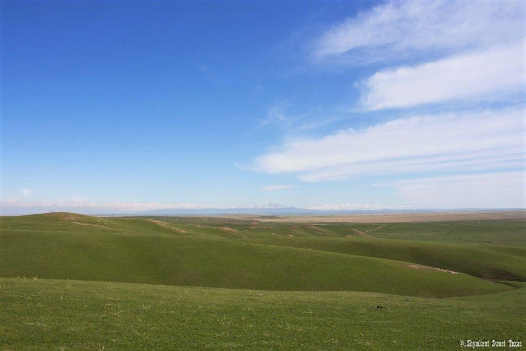 L'attribut alt de cette image est vide, son nom de fichier est Steppes-around-Mount-Ordabasy_South-Kazakhstan-1024x683.jpg.